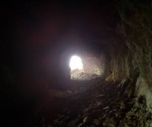 غار تیهوی خمینی شهر(تصاویر)-7